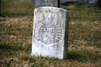 gravestone of Werner von Bachelle at Antietam National Cemetery